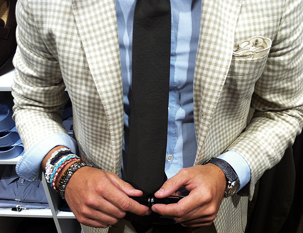 These bracelets add some personality and interest to this smart/casual preppy outfit. Image source: trashness.com